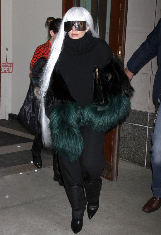 Kolejna porcja dziwnych stylizacji Lady Gagi (FOTO)