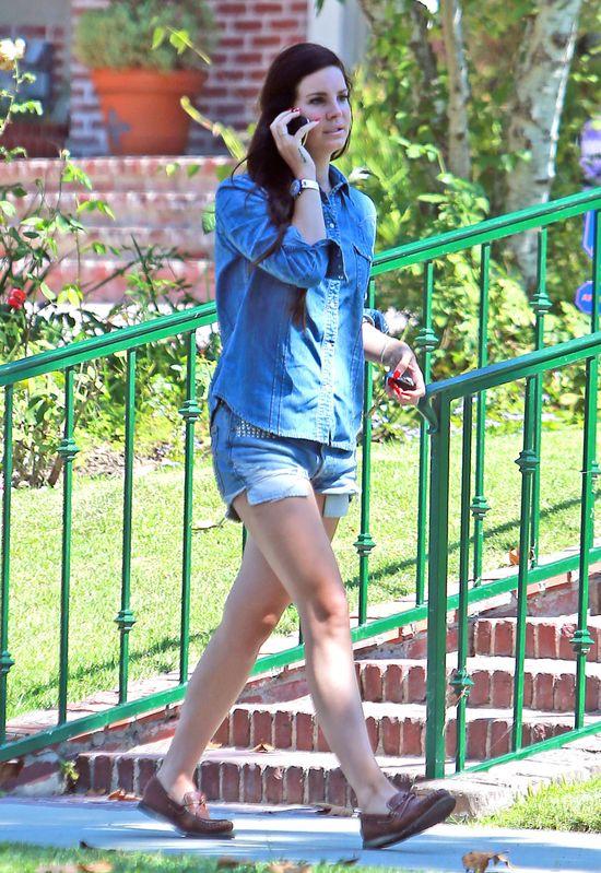 Lana Del Rey w jeansowym zestawie (FOTO)