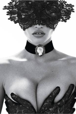 Lara Stone na okładce jubileuszowego wydania Vogue Paris