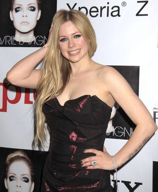 Avril Lavigne w dwóch stylizacjach