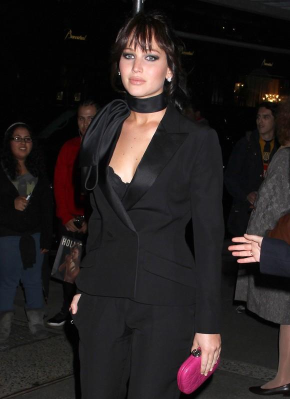 Jennifer Lawrence w czarnym garniturze