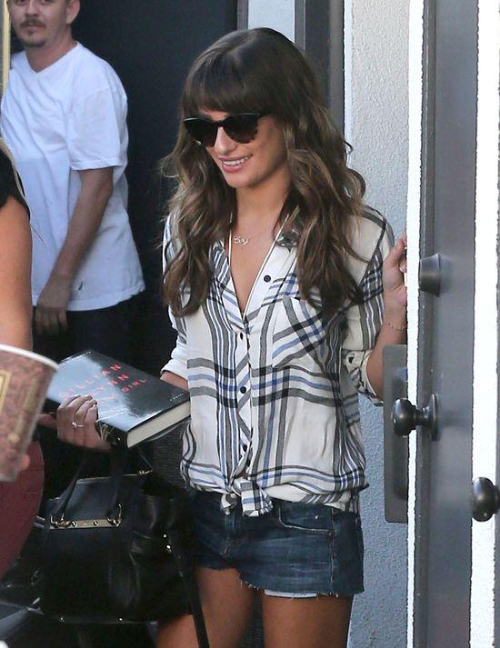 Lea Michele w jeansowych szortach