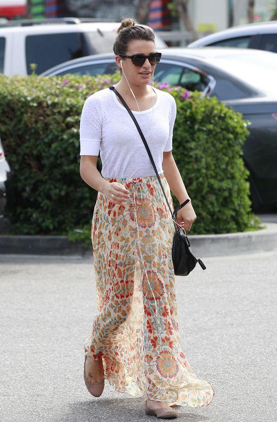 Lea Michele w zwiewnej spódnicy (FOTO)
