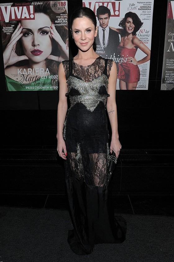 Natalia Lesz w koronkowej sukni