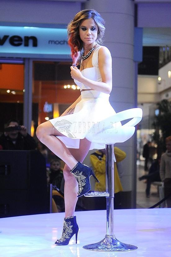 Natalia Lesz w odważnej małej białej.