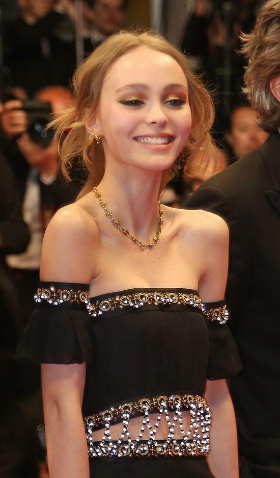 Cały Internet huczy o sukience z balu maturalnego Lily Rose Depp