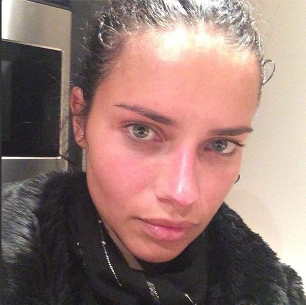 Adriana Lima nie boi się pokazywać bez makijażu (FOTO)