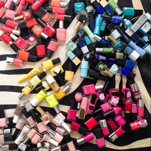 Zgadniecie, do kogo należy tak kolekcja kosmetyków? (FOTO)