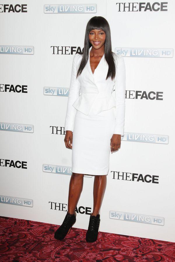 Naomi Campbell tym razem w bieli (FOTO)