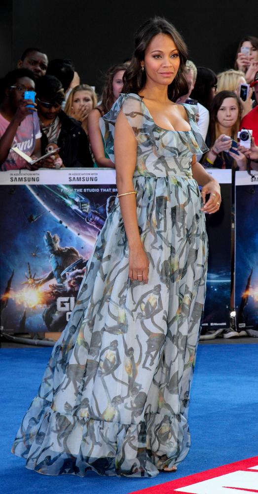 Ciężarna Zoe Saldana w Valentino (FOTO)