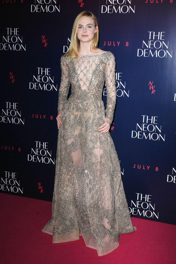 Elle Fanning zachwyca w boskiej sukni Elie Saab (FOTO)