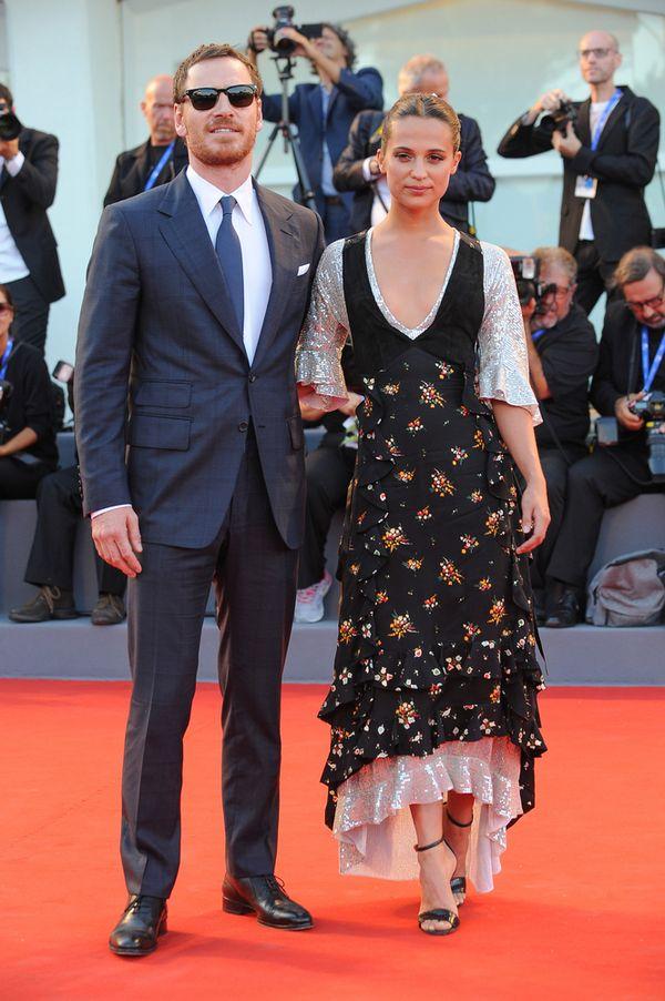 Dlaczego Alicia Vikander nie wygląda dobrze na czerwonym dywanie?