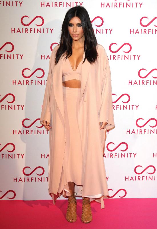 Tak 10 lat temu wyglądała Kim Kardashian! Pokazała stare zdjęcie w bikini!