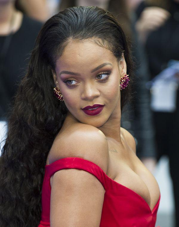 Rihanna ciągle tyje? Oto prawdziwy powód dlaczego! (FOTO)