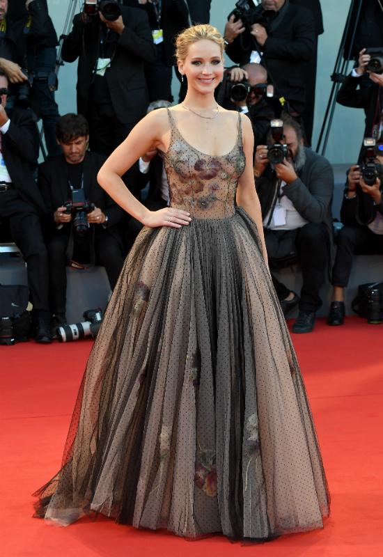 Jennifer Lawrence wiedziała, że będzie hardcore, ale i tak wybrała tą sukienkę