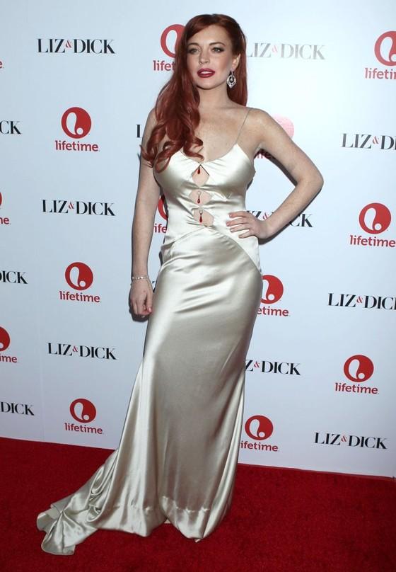 Lindsay Lohan w satynowej sukni