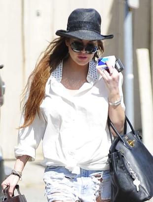 Lindsay Lohan w poszarpanych szortach