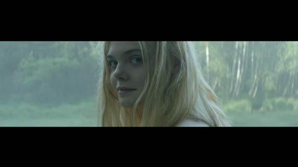 Elle Fanning dla Lolity Lempickiej (VIDEO)