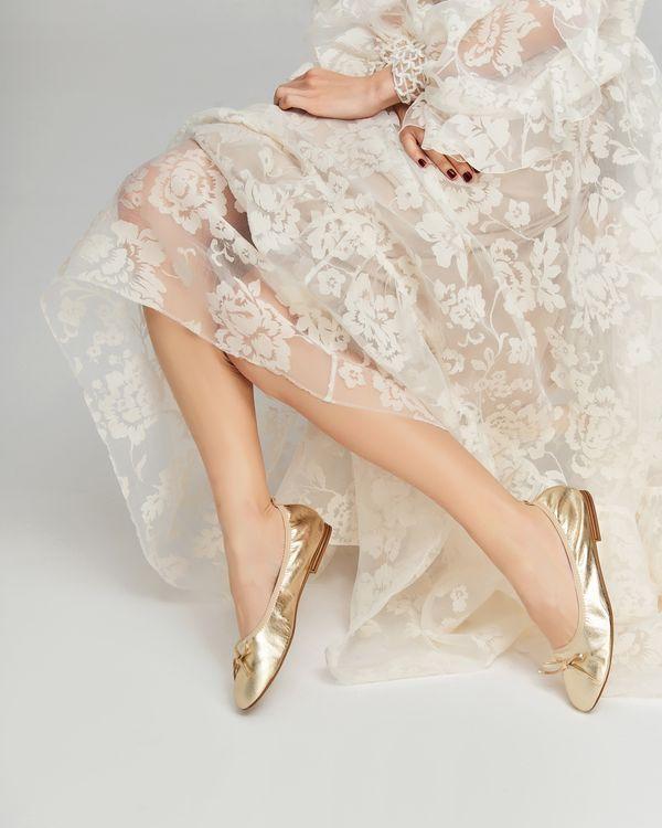 Buty dla nowoczesnej panny młodej – ślubny lookbook marki Badura (FOTO)
