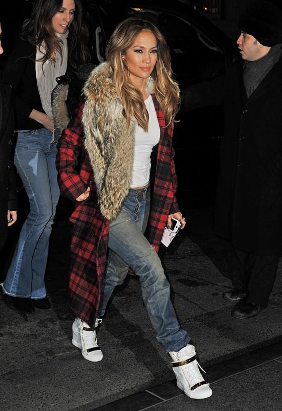 Jennifer Lopez w dwóch stylizacjach