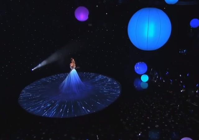 Suknia Jennifer Lopez połknęła scenę! (FOTO)