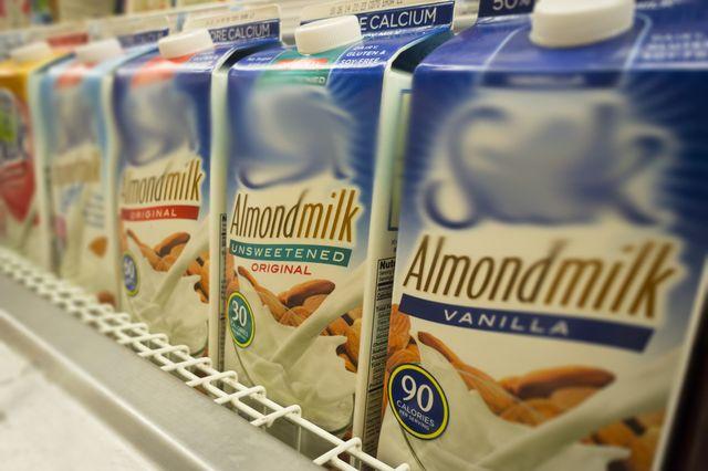 Mleko migdałowe - dobre dla Ciebie, złe dla naszej planety