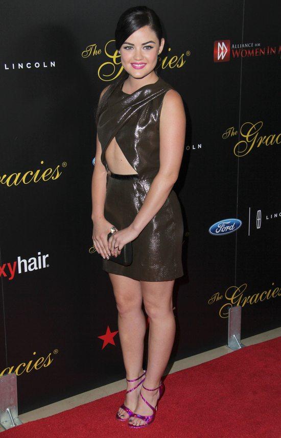 Lucy Hale w sukience o oryginalnym kroju (FOTO)