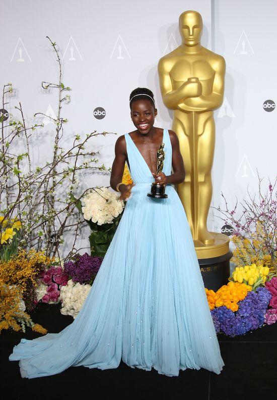 Oscarowy błyszczyk Lupity Nyong'o stał się hitem! (FOTO)