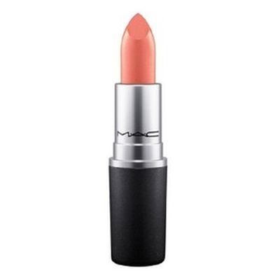 Różowa szminka i błyszczyk w kolorze Pantone Rose Quartz