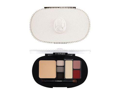 Nowości kosmetyczne - przegląd oferty perfumerii Douglas