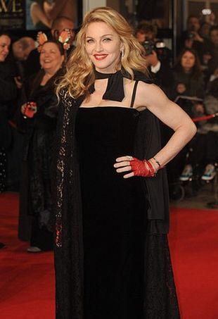 Madonna w długiej, czarnej sukni (FOTO)