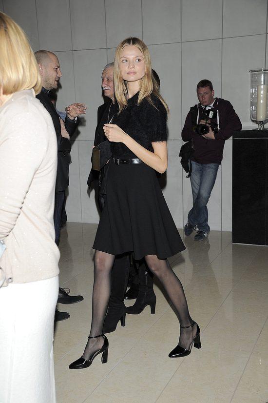 Skromna Magdalena Frąckowiak w czarnej sukience (FOTO)