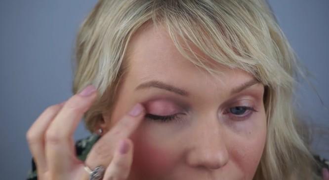 Makijaż, który odmładza i odejmuje lat (VIDEO)