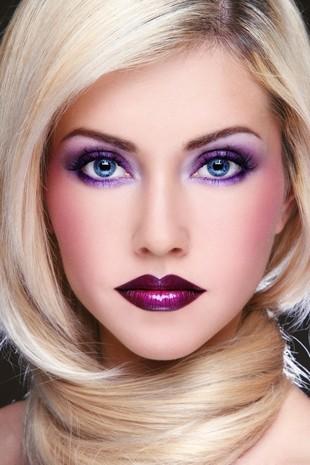 Makijażystki gwiazd zdradzają, co postarza Cię w makijażu
