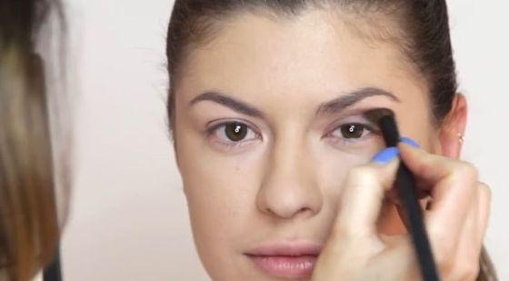 Makijaż dla opadającej powieki idealny na Sylwestra (VIDEO)