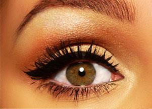 Makijaż w kolorze złota