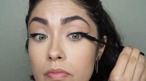 Zmysłowy makijaż na Walentynki (VIDEO)