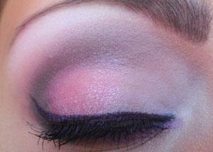 Makijaż pełen różu i fioletu