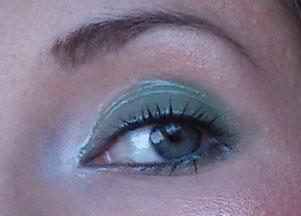 Makijaż w kolorze miętowej zieleni