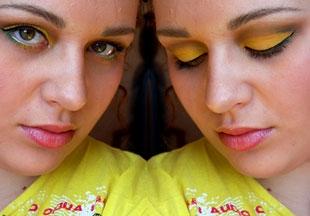 Makijaż w kolorze żółtym