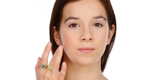 Jak zrobić delikatny makijaż (VIDEO)
