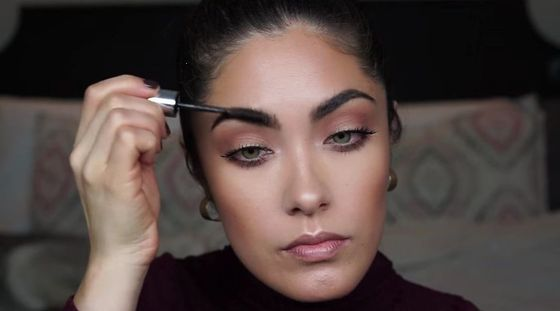 Makijaż dzienny dla brunetek (VIDEO)