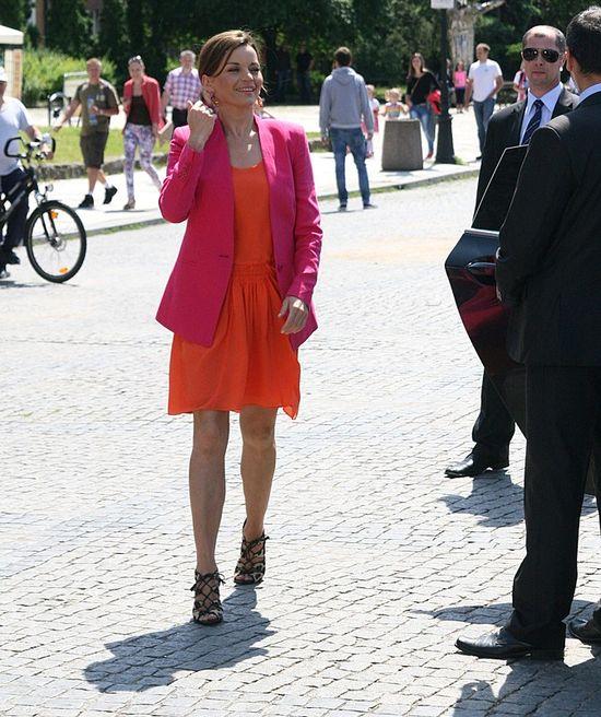 Małgorzata Foremniak w pomarańczowej sukience