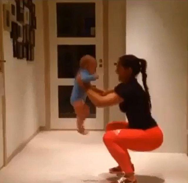 Kolejna ćwicząca mama poruszyła Internet (VIDEO)