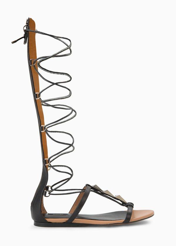 Najmodniejsze buty nadchodzącego lata? Rzymianki! (FOTO)