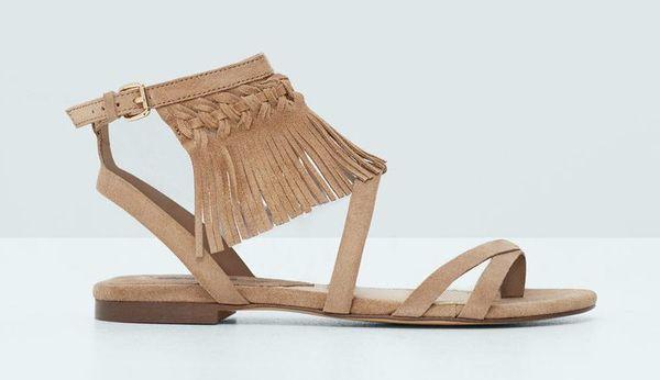 Płaskie sandały - co znajdziemy w ofercie popularnych marek?