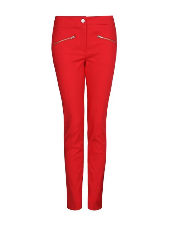 Zestaw na dziś: czerwone spodnie i biała bluzka