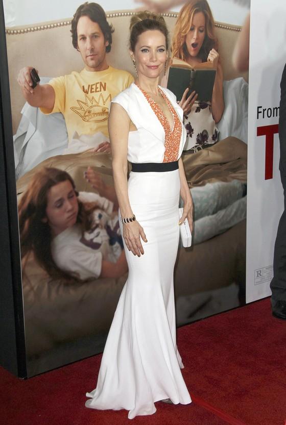 Leslie Mann w białej sukni