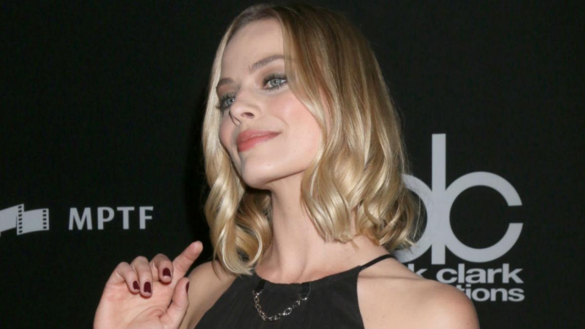 Margot Robbie w brokacie! Subtelny makijaż aktorki wygląda rewelacyjnie!