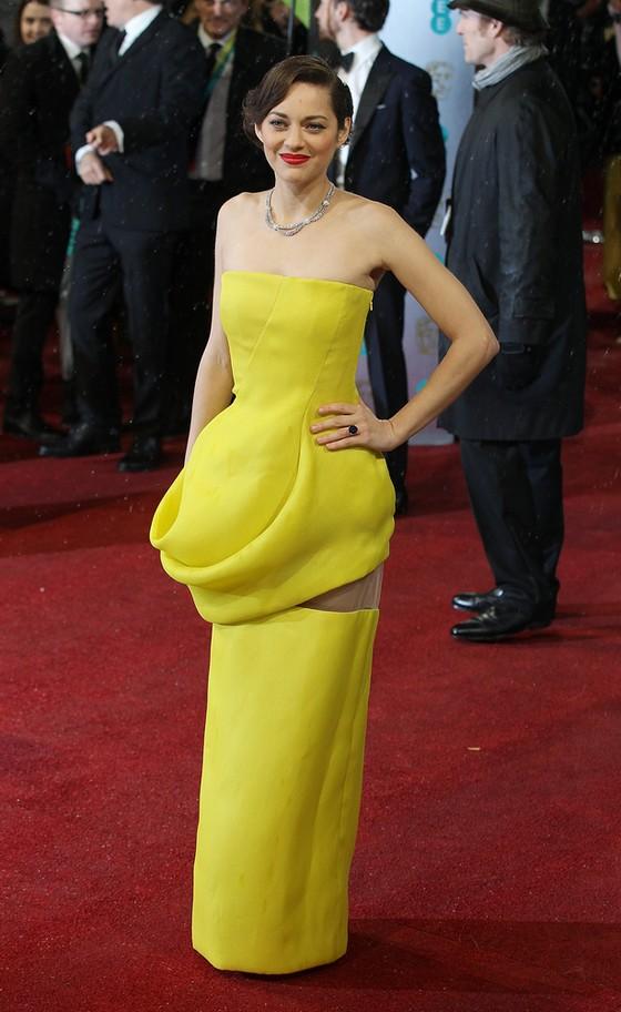 Gwiazdy w żółtych sukienkach